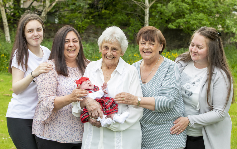 A 86 éves Mary legidősebb lányának, a 68 éves Rose Thorburnnek négy gyereke született, az egyiküknek, Chyrel Borthwicknek már három csemetéje van