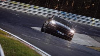 Nürburgringi rekorddal rúgja be az ajtót a legsportosabb Cayenne