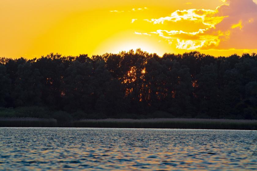 Csodálatos naplemente a Kis-Balatonnál.