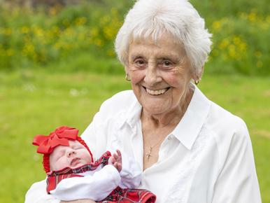 Ennek a skót nőnek 90 leszármazottja él, mindegyikük a közelében