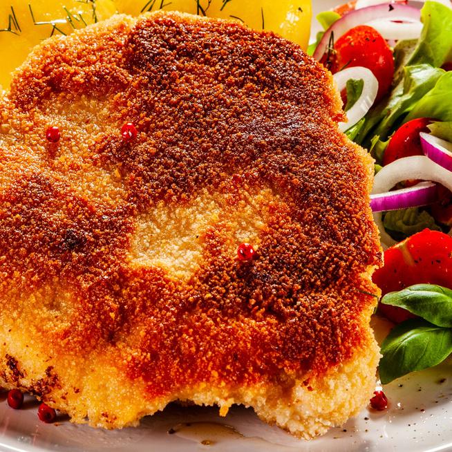 Parmezános bundában sült karajszelet - Omlós és ízletes lesz a hús