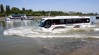 Csobbantunk egyet a legújabb, magyar fejlesztésű vízibusszal