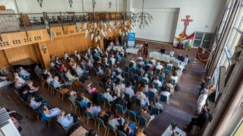 Összehangolják a gyermekvédelmi feladatokat a római katolikusok