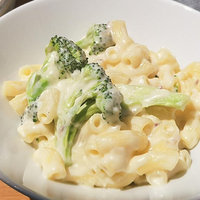 Selymes mac and cheese ress brokkolival – Laktató ebéd kevés munkával