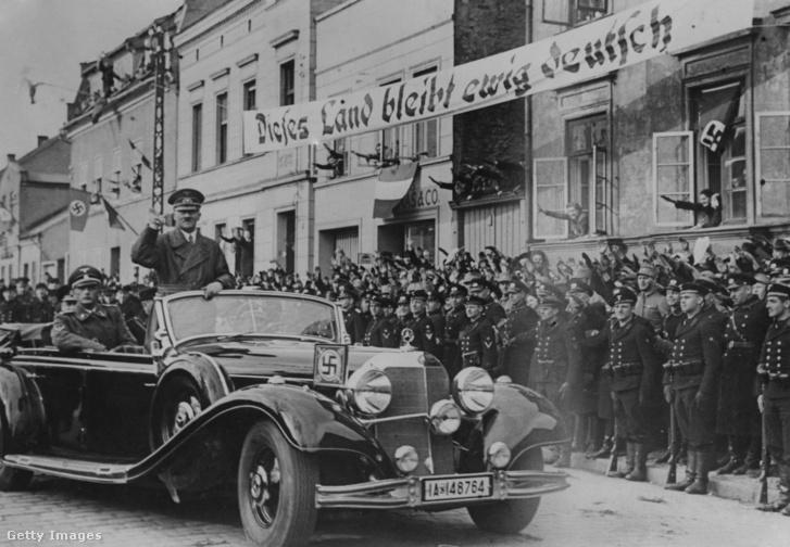 Adolg Hitlernek tisztelgő tengerészek 1939. március 24-én Memelben (későbbi nevén: Klaipedia) miután a Litvániának címzett német ultimátumot követően a Német Birodalomhoz csatolták