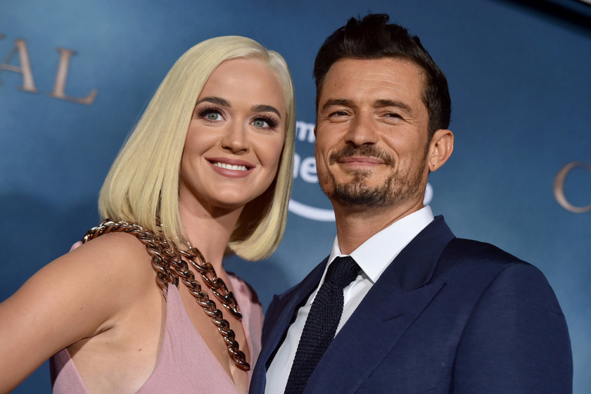 Katy Perry és Orlando Bloom felismerhetetlenek friss szelfijükön: a sztárpár egy forgatás kedvéért alakult át