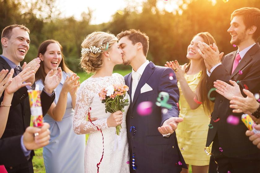 Illetlennek tűnsz, ha így jelensz meg egy esküvőn: 10 tiltólistás ruha és kiegészítő