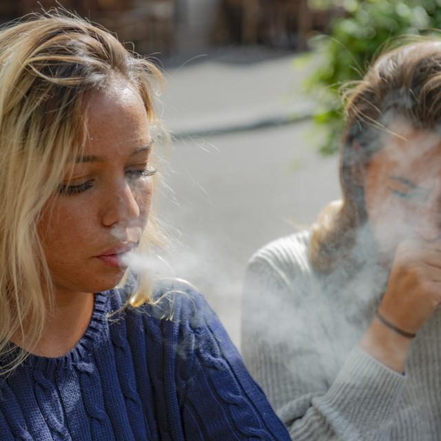A passzív dohányzás is fokozza a légúti tüneteket: ezt is kerülni kell asztmával