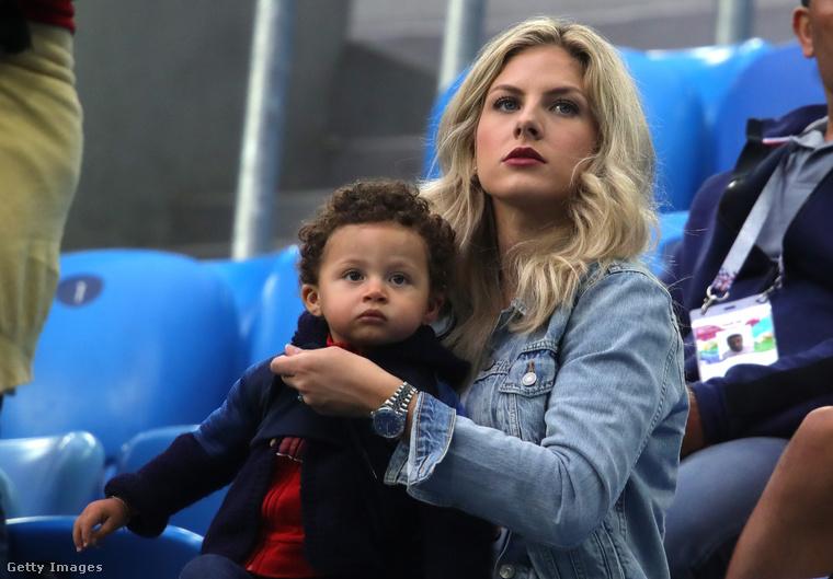 Itt éppen az látható, ahogy a fiával, Rubennel a 2018-as labdarúgó-világbajnokságon szurkolnak.