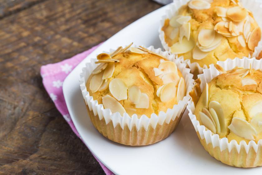 Marcipános, citromos muffin egyszerűen: az egyik leggyorsabb süti