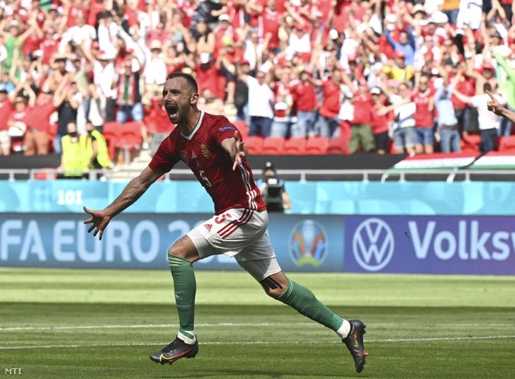 Fiola Attila ünnepel, miután gólt szerzett a Magyarország - Franciaország mérkőzésen a Puskás Arénában 2021. június 19-én