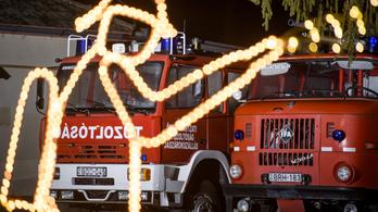 Hatalmas lánggal ég a szemét Sárbogárdon, három város tűzoltói oltják