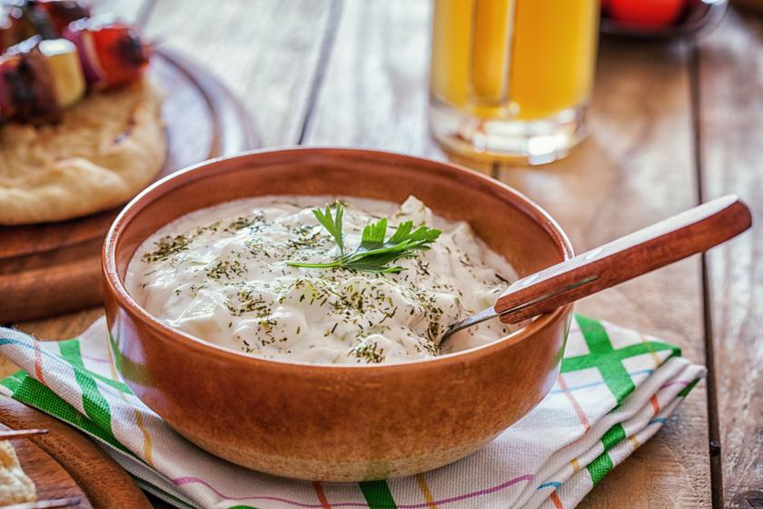 Frissítő tzatziki sok görög joghurttal: úgy készül, akár a tavernákban