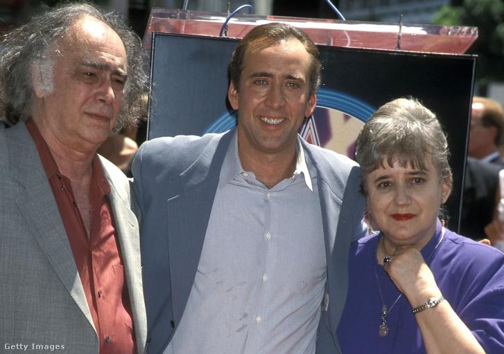 August Coppola, Nicolas Cage és Joy Vogelsang a Hollywood Boulevardon 1998. július 31-én, amikor a színész csillagot kapott a Hírességek sétányán