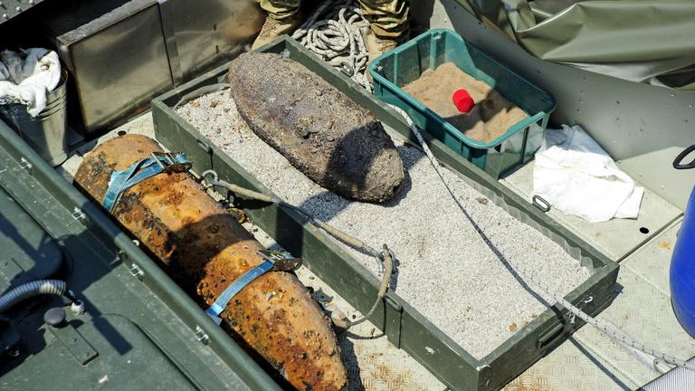 Egy bombát kerestek a Dunában, kettőt találtak