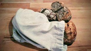 A kenyér, ha szárad - azabaj, ha meg penészedik - azabaj