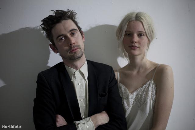 Bal oldalt Tim Kelly, jobb oldalt Arvida Byström.