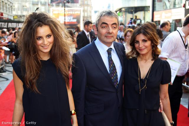 Lily Atkinson, Rowan Atkinson és Sunetra Sastry
