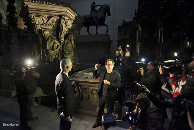 Baán László, a Szépművészeti múzeum igazgatója a Román csarnokban