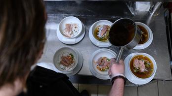 Havi nettó egymilliót elkérhet egy magyar szakács, hogy elmenjen dolgozni a Balatonnál