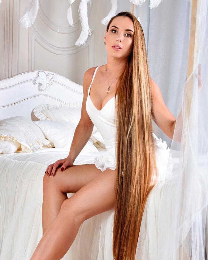 A modellt lassan 100 ezeren követik az Instagramon, ahol hatalmas követőtáborának köszönhetően már influencerként is jelen van.