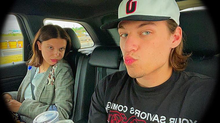 Íme, az eddigi egyetlen, maszktalan közös képünk a párról: ezt a fiatalember az Instagramján tette közzé, annyi megjegyzéssel, hogy milyen jó barátok.
