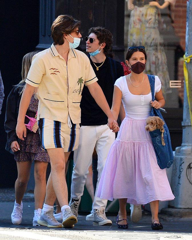 New Yorkban mutatkozott párként először Millie Bobby Brown színésznő és Jake Bongiovi, akit azért lehet ismerni, mert Jon Bon Jovi fia