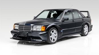 Versenyzésre tervezték, de ez a Mercedes mindig csak álldogál