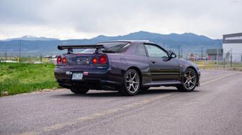 Eszeveszett kívánatos ez a lila Skyline GT-R