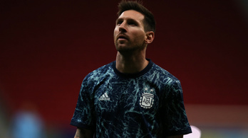 Messi aláírta brazil drukkere hátát – ő pedig magára varratta