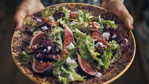 Készíts nyári salátát prosciuttóval, fügével és kéksajttal!