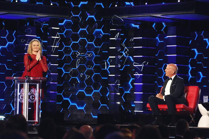 Bruce Willis és Cybill Sheperd a Comedy Central Roast című műsorának színpadán 2018-ban.