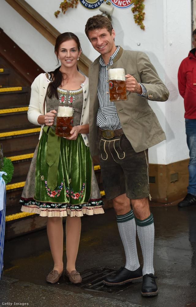 Müller bajor származású, Bajoroszágban is él a pár, itt éppen a 2016-os Oktoberfestet élvezik éppen.