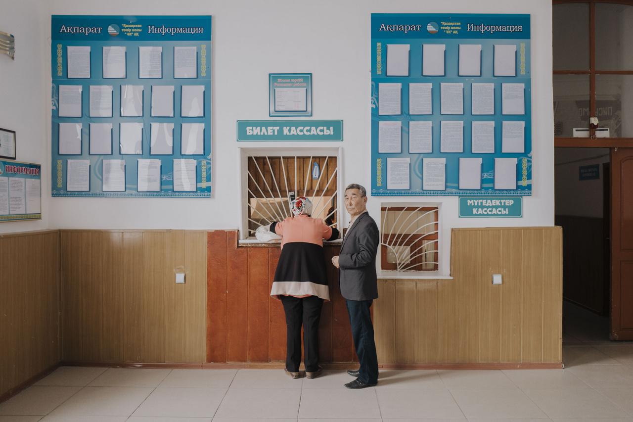 A kazahsztáni vasútállomások mintha a Szovjetuniót idéző múzeumok lennének. Festmények és rajzok díszítik a sok helyen lenyűgöző épületeket.                         2019. szeptember 26.