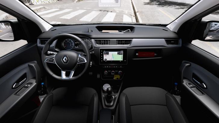 A Renault azt ígéri, strapabíró műanyagokból rakta össze a fülkét. A média képernyő ugyanaz mindhárom modellben