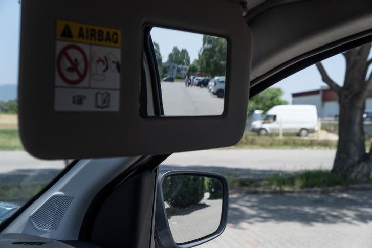 Nagy ötlet a Wide View tükör, valódi segítség, ha féloldalas helyzetből kell kióvatoskodni
