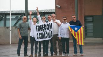 Kegyelmet kaptak a katalán függetlenségi vezetők, elhagyhatták a börtönt