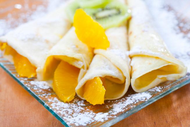 Narancs- vagy mangószeletekkel tálald.
