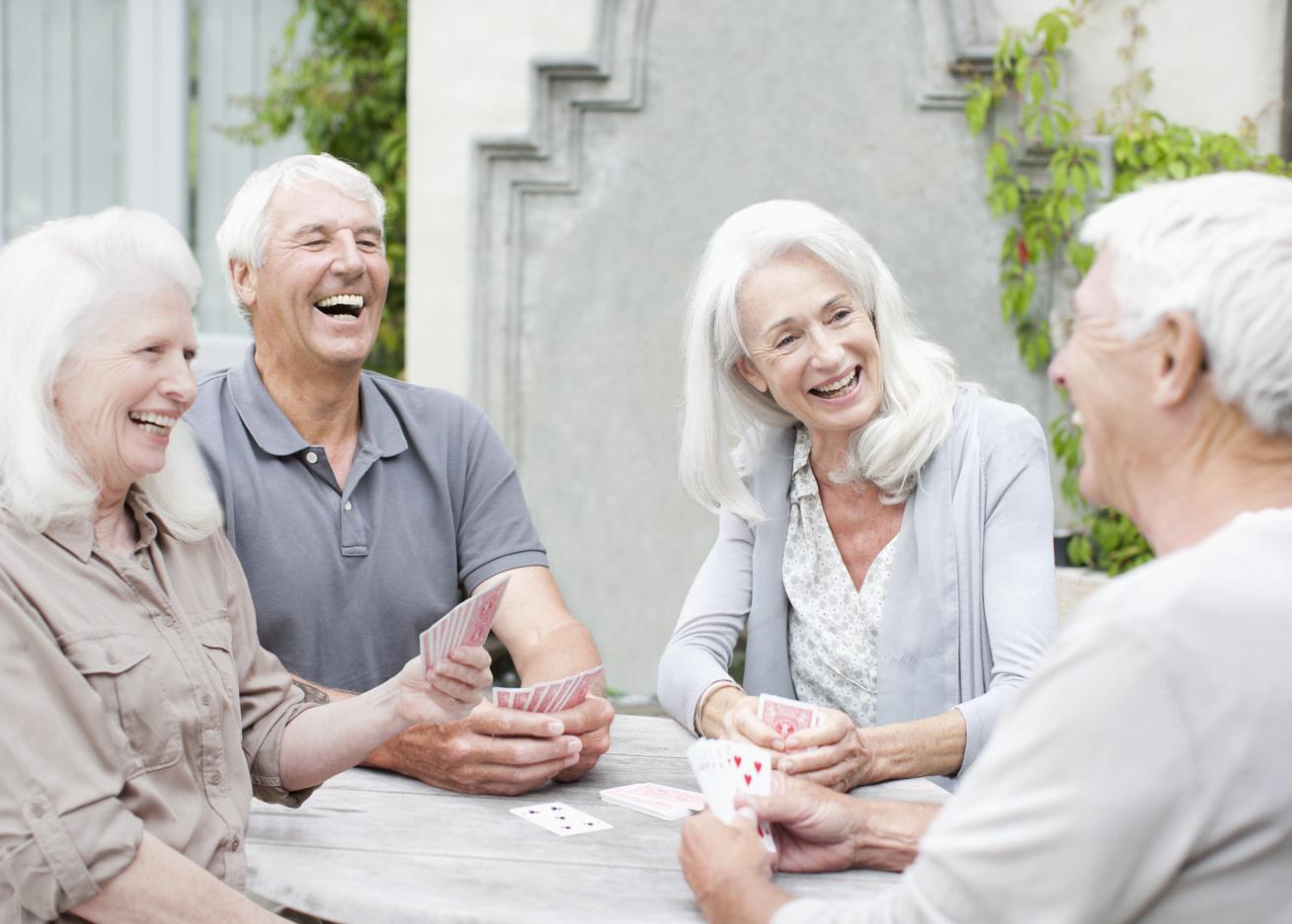 boldog idős emberek