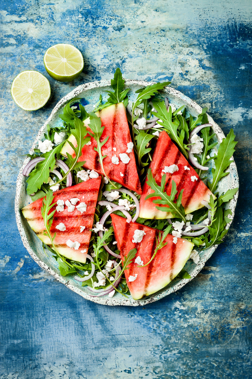 grillezett görögdinnye saláta álló