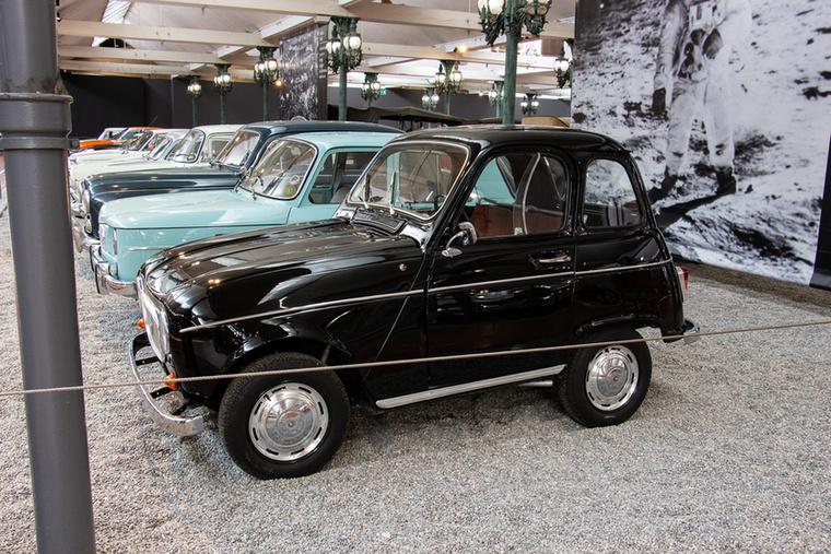 Bartin mérnök egy teljesen normális Renault 4-esnek kivágta a közepét, hogy egy rövid, a városi forgalomban jobban használható kisautót kapjon