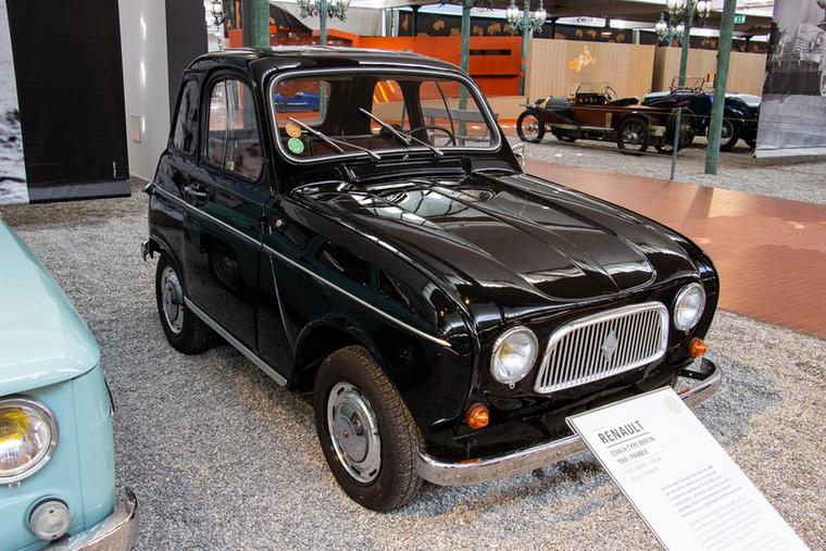 Ha teljesen elölről nézzük, egy szimpla Renault 4-esnek látszik, oldalról viszont egész máshogy fest