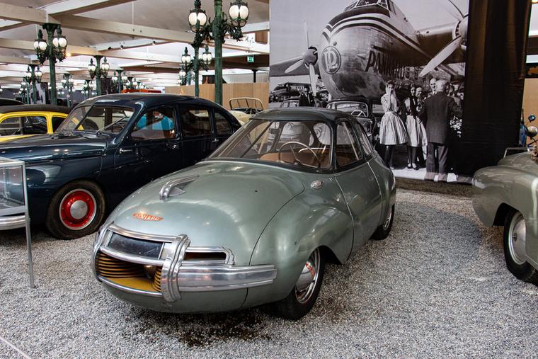Ez a Dinavia karosszériás Panhard-Levassor már 1948-ban alig 3,5 liter benzint fogyasztott 100 kilométeren