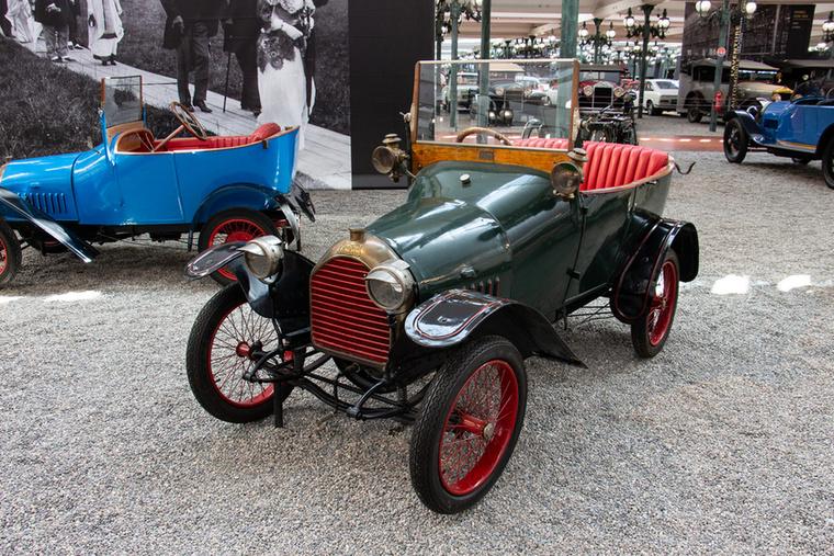 Óriási piaci sikernek számított, hogy 3000 darab talált gazdára ebből a Peugeot BB kisautóból az első világháborút megelőzően