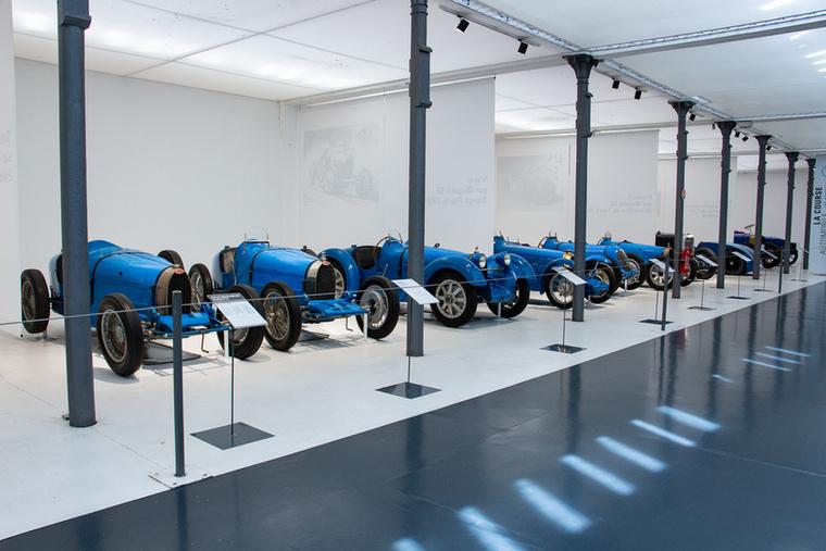 Egy laza sorozat Bugatti versenyautókból