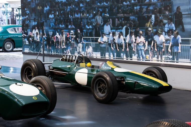 Kora egyik leghíresebb autóversenyzője, az 1968-ban versenybalesetben elhunyt Jim Clark vezette a Forma-1 1963 és 1965 közötti futamain ezt a Type 33-as Lotust
