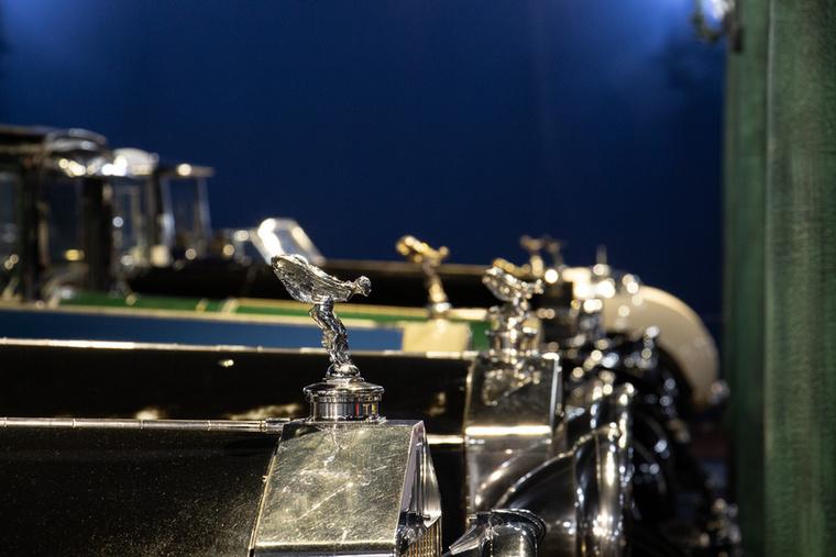 Emily szobrok sora jelzi a Rolls-Royce gyűjtemény darabjait
