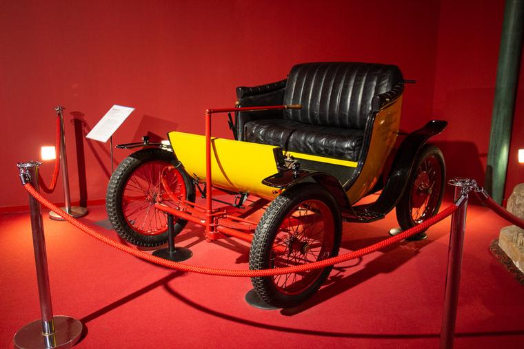 Ezt nem találja ki senki, de bizony ez is egy Bugatti