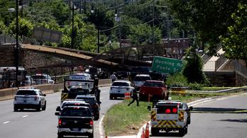 Összeomlott egy autópálya feletti gyalogoshíd Washingtonban