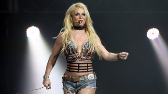 Britney Spears mellé álltak a világsztárok